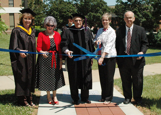 alumni-walk-002-ribboncutting
